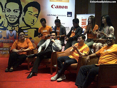 Wayne Lim, Douglas Lim & the cast of SME TV sitcom