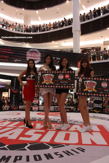 MIMMA Ring Girl Search winners Lisha Ho and Merveen Tan with Felixia Yeap & christine hallauer