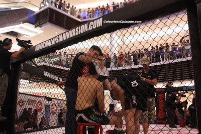 Peter Davis cornering Kenny Yap at MIMMA semi finals paradigm