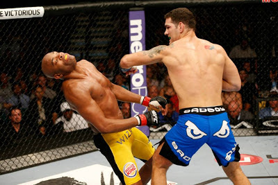 UFC 162 Chris Weidman knocking out Anderson Silva KO of the night