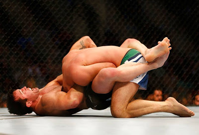Chael Sonnen choking Mauricio Shogun Rua for the win in UFC on Fox Sports 1