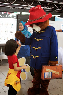 Paddington bear Malaysia high 5 kid