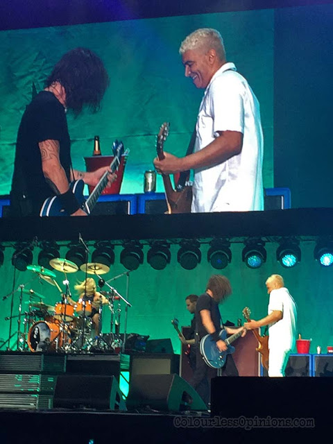 dave grohl pat smear foo fighters bangkok 2017